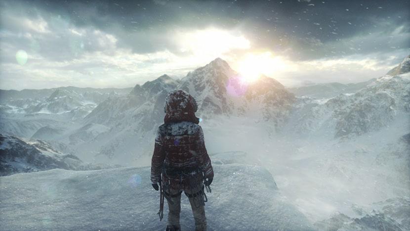 Lara Croft contempla el gélido paraje siberiano.